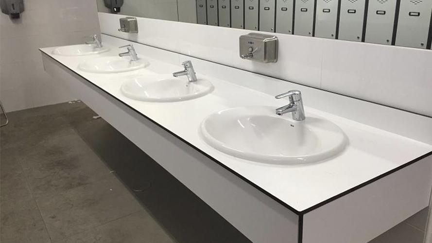 Repisa lavabo a medida con faldón